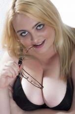Soy la gordita española BBW más pervertida. Hago sexo sin condón y me gusta sentir como se corren de...